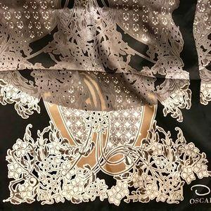 Oscar de la Renta Accessories - Oscar de la Renta Black & Gold Silk Scarf